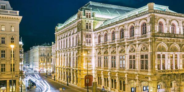 opera-house-vienna-night-austria-min